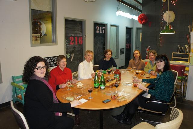 De gauche à droite:  Audrey Vermette, AMC; Lise Leblanc, AGAVF; Milly Ristveld, ARAC; Jennifer Dorner, AAMI; Liz Edwards, AMAC; Anne Bertrand, ARCCC/CCCAA; Maegan Black, FCMA - photo : Christian Bédard, RAAV
